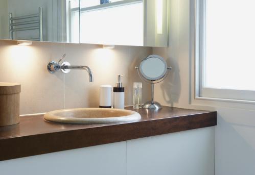 Vanity「Bathroom vanity beside window」:スマホ壁紙(2)