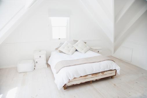 Attic「Bedroom」:スマホ壁紙(9)