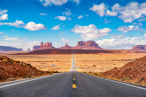 Cumulus Cloud「Long road at Monument Valley Utah side USA」:スマホ壁紙(5)