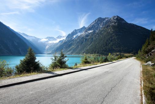 Standing Water「Long road along mountain lake」:スマホ壁紙(17)