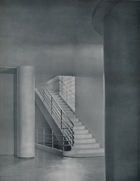 Simplicity「The Entrance Hall And Staircase」:写真・画像(15)[壁紙.com]
