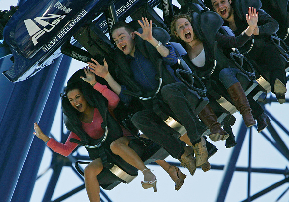 Rollercoaster「Amusement Attraction Opens Suspended Rollercoaster」:写真・画像(14)[壁紙.com]