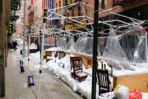Outdoors「Outdoor Service Continues Through Winter In New York City Due To Pandemic Restrictions」:写真・画像(3)[壁紙.com]