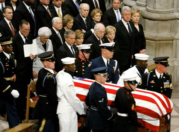 Curtain「President Reagan's Funeral Service Is Held At The National Cathedral」:写真・画像(14)[壁紙.com]