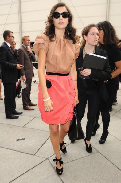 Camilla Belle「Louis Vuitton - Paris Fashion Week Spring/Summer 2010 - Arrivals」:写真・画像(8)[壁紙.com]