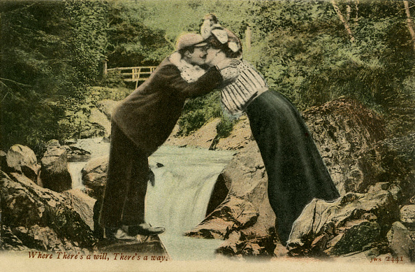 Greeting「Couple kissing over waterfall」:写真・画像(11)[壁紙.com]