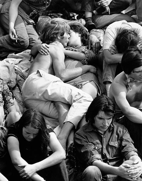 William Lovelace「Crowd Kiss」:写真・画像(6)[壁紙.com]