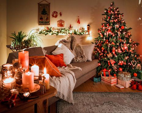Danish Culture「Danish Christmas Tree with Traditional Decorations」:スマホ壁紙(12)
