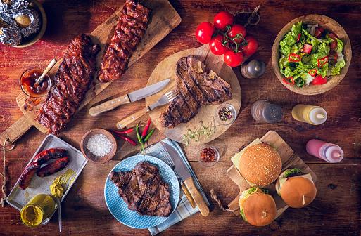 Barbecue Grill「Variation of Roasted BBQ Rib Eye,  T-Bone Steak, Spareribs and Burgers」:スマホ壁紙(12)