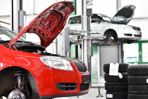 Picking Up「Repair garage, cars, hoist」:スマホ壁紙(11)