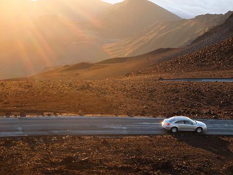 On The Move「USA, Hawaii, Maui County, Haleakala National Park, Volcano crater and hills at sunrise」:スマホ壁紙(19)