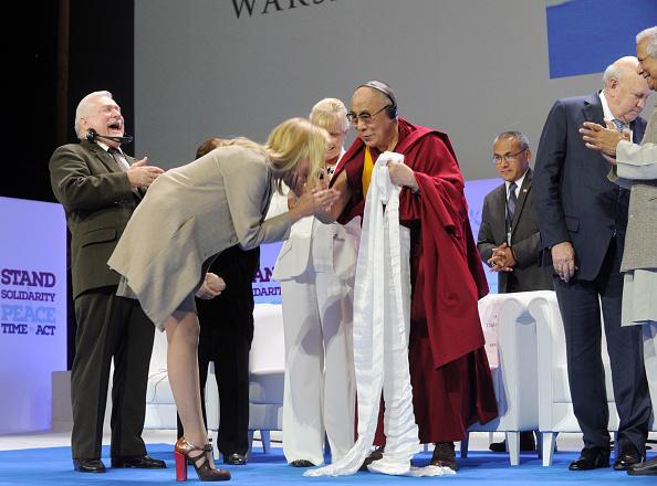 Award「25th anniversary of Lech Walesa's Nobel Prize」:写真・画像(7)[壁紙.com]