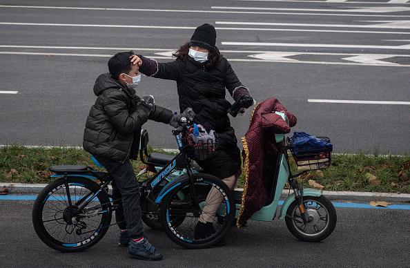 Wuhan「Daily Life In Wuhan During Lockdown」:写真・画像(10)[壁紙.com]
